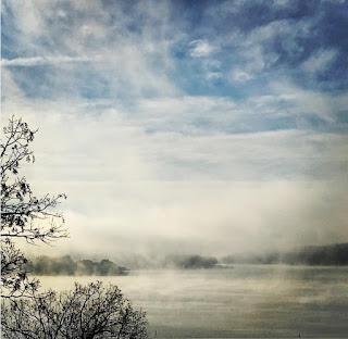 Những hồ nước phủ sương mơ màng khi sang đông 9