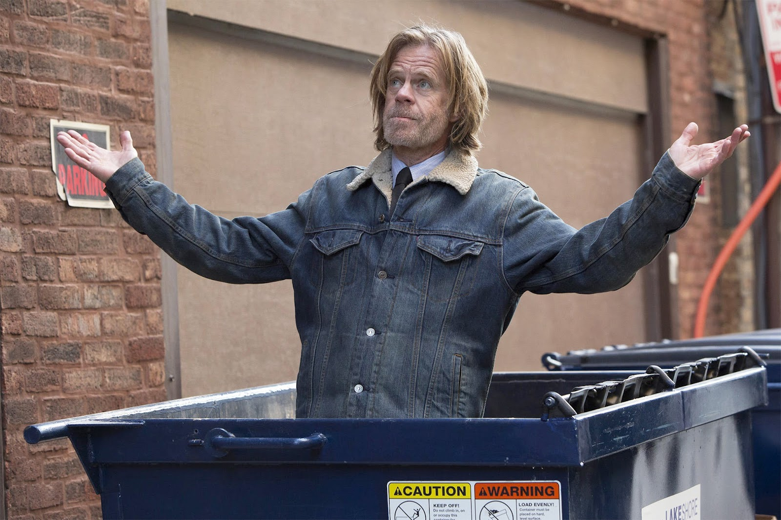Frank Gallagher, dentro de un contenedor en Shameless
