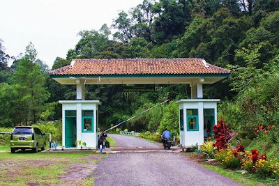 Gerbang masuk kawasan TWA Kamojang