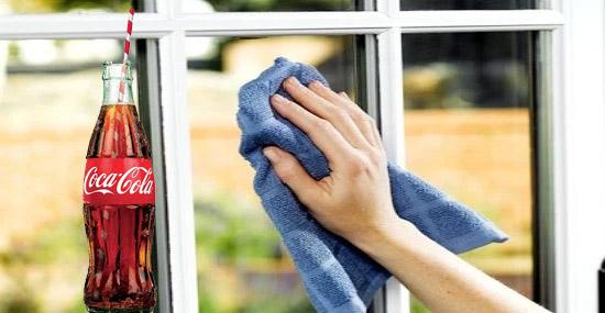 Truques de Limpeza com Coca-Cola - Limpando vidros das janelas