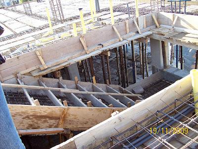 Proceso de Construcción de gradas o escaleras, encofrado de madera
