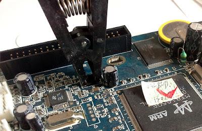 Cleștele pentru programare în circuit