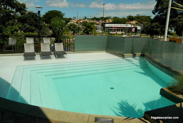 Piscina do Hotel Deville Prime, em Campo Grande (MS)