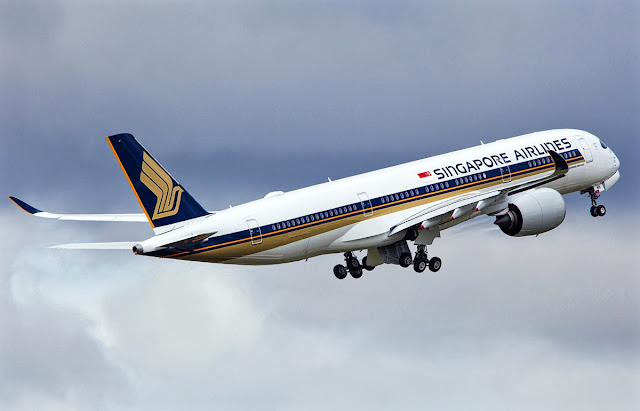 Airbus A350-900 Singapore Airlines Climbing
