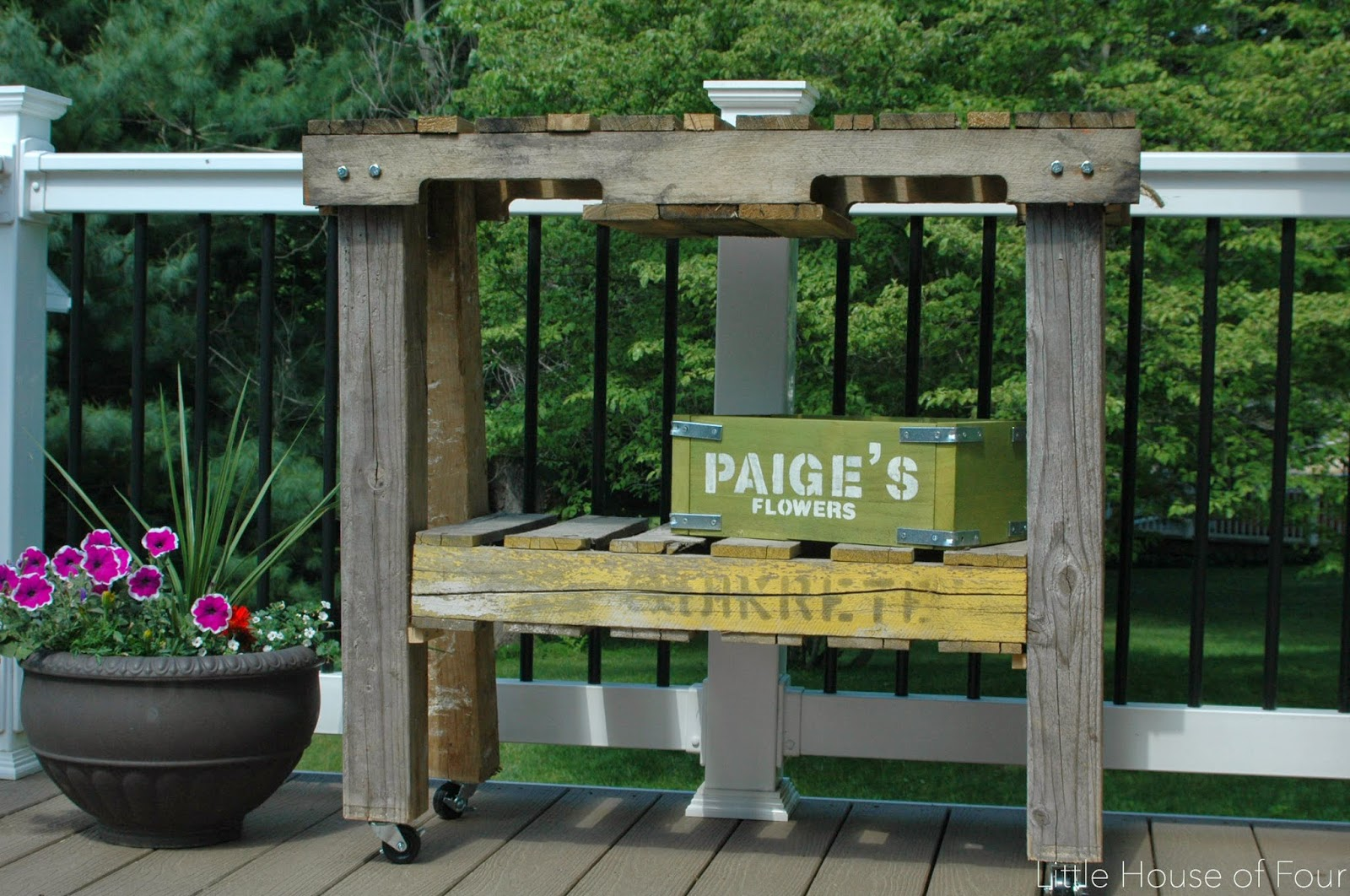 How to Make a Workbench out of Pallets