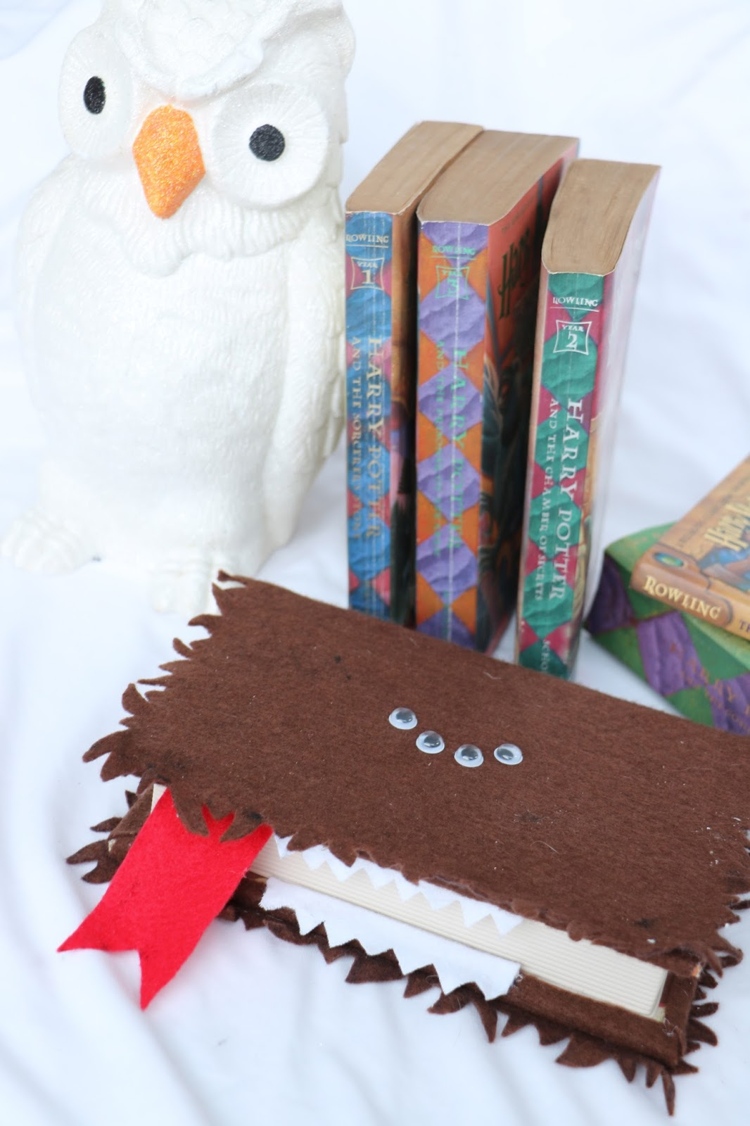 Tutorial on how to create this Harry Potter Monster Book Box