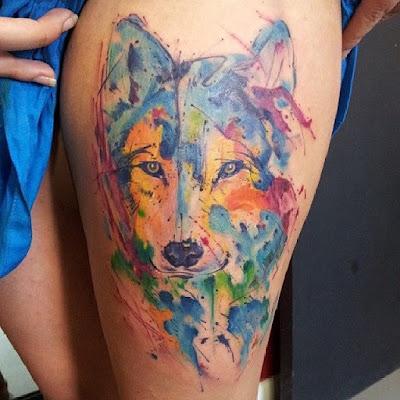 Tatuaje de lobo estilo acuarela