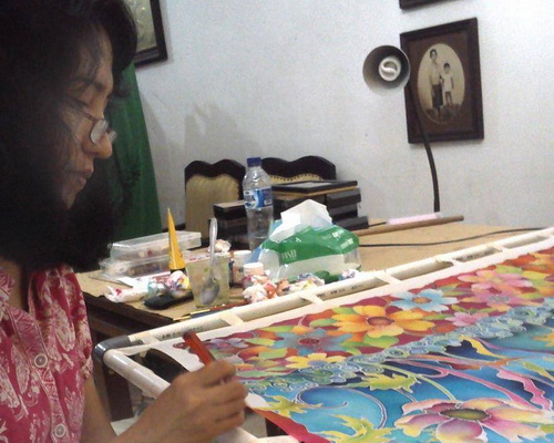 Tinuku Tjiplies Pudji Lestari founder Nazia Fabric Painting talks about her studio's fashion silk painting
