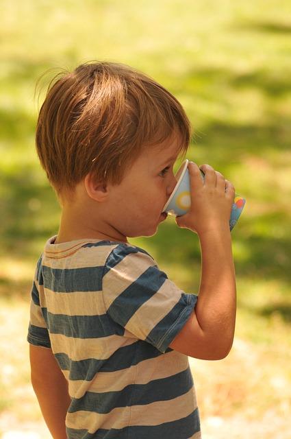 gef hrlich warum babys im sommer kein wasser trinken sollten. Black Bedroom Furniture Sets. Home Design Ideas