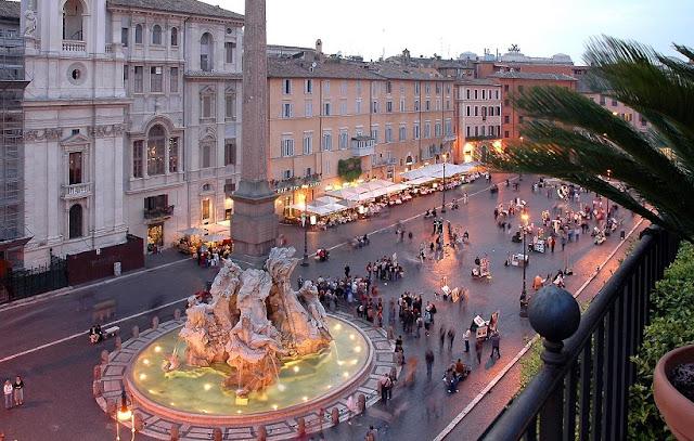 Bares nas praças de Roma