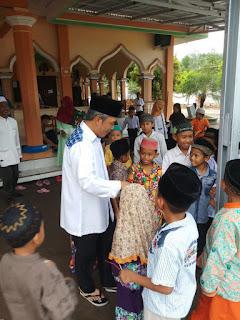 H Iskandar Bersama Anak-anak TPA Baca Al Qur'an