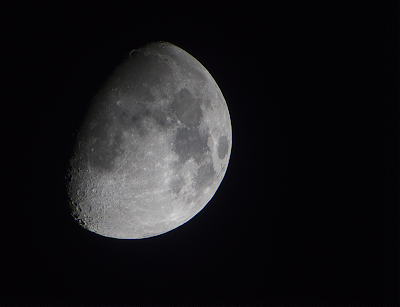 waxing gibbous moon at 900mm