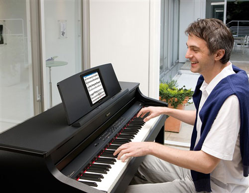 chon mua dan piano dien cho nguoi bieu dien san khau