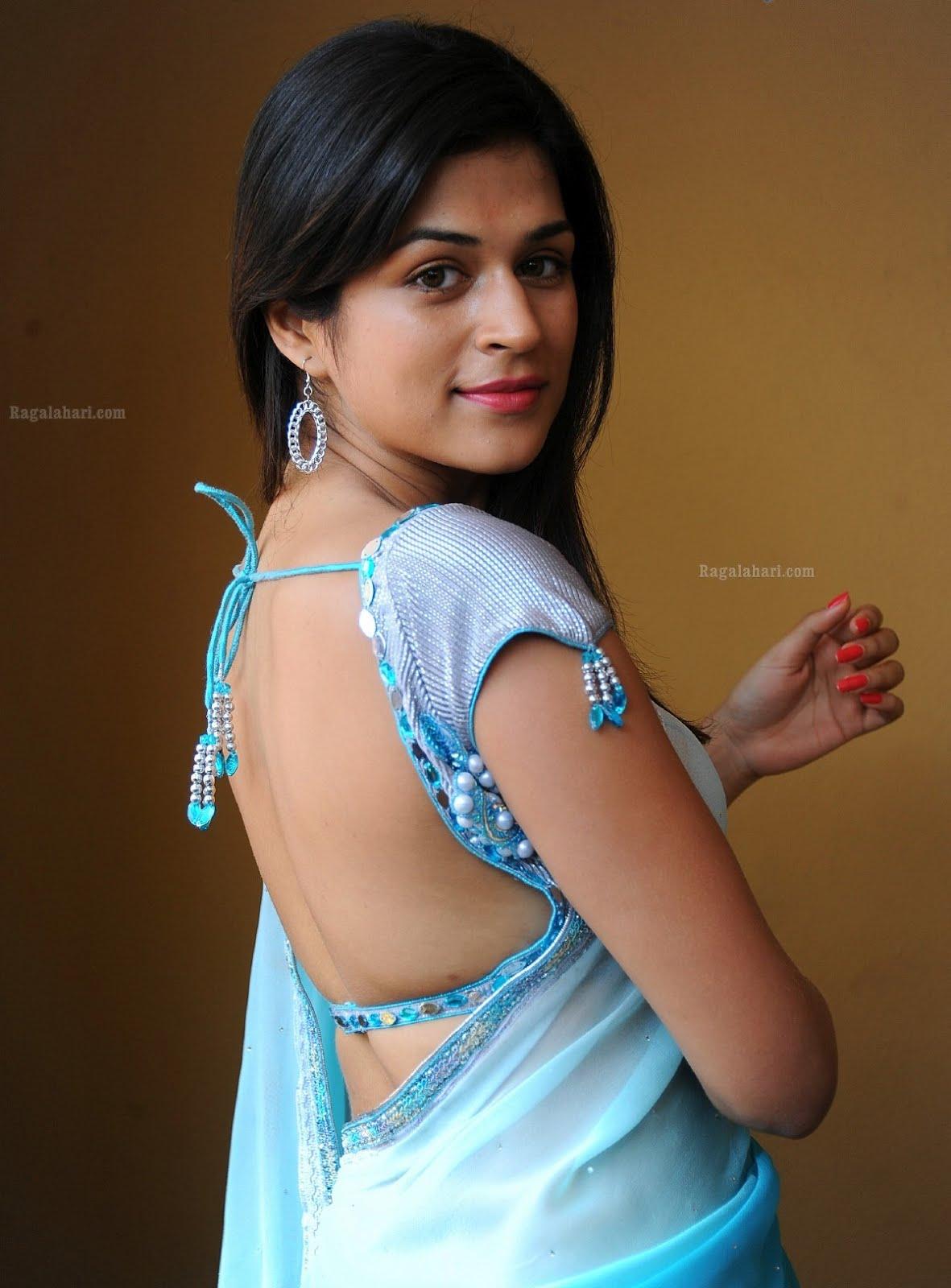 MY COUNTRY ACTRESS: Shraddha Das Hot in Blue Saree