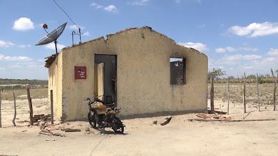 Homens são presos após incendiar casa de agricultor na PB