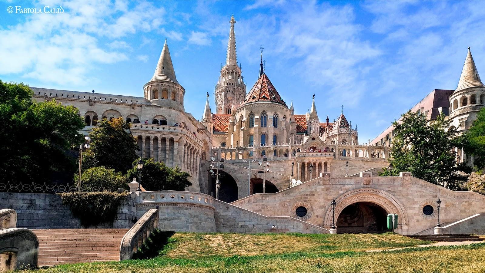 Budapest Vista del Bastione e della Chiesa di Mattia