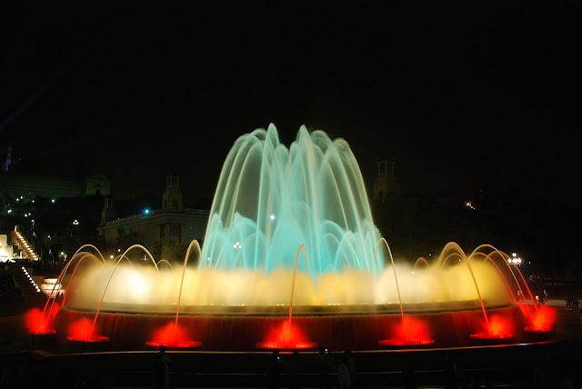 Praças para curtir Barcelona - Plaça de Carles Buïgas e Plaça de Josep Puig i Cadafalch - Fonte Mágica de Barcelona
