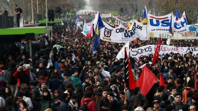 Reprimidas marchas de estudiantes chilenos por educación gratuita