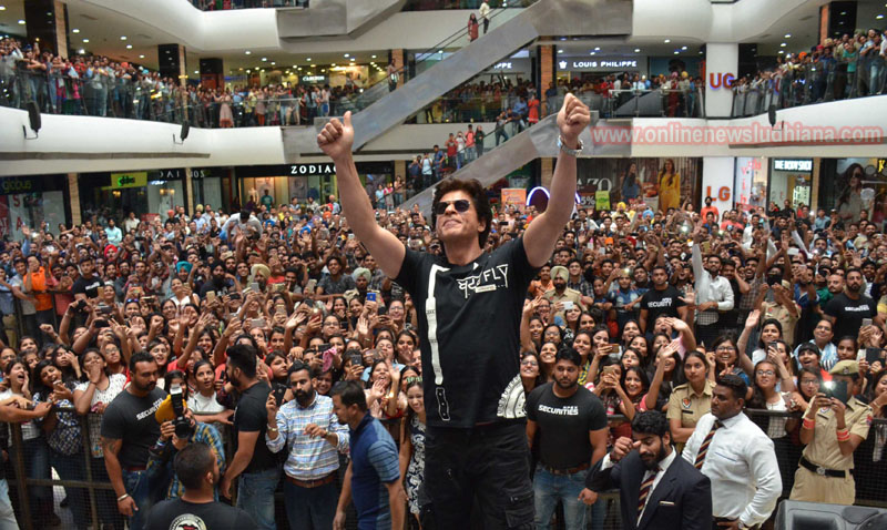 Shah Rukh Khan waves hand to fans at a mall in Ludhiana