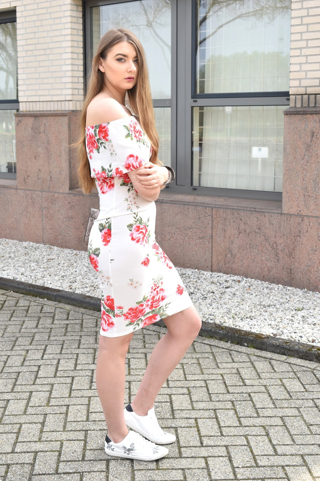 Jak nosić sukienkę w kwiaty