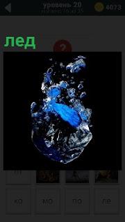 На картинке изображение фрагмента льда в необычном виде, сверкающий и переливается различными цветами