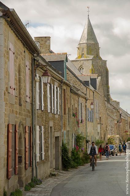 Saint-Suliac pueblo bonito Bretaña visitar viaje