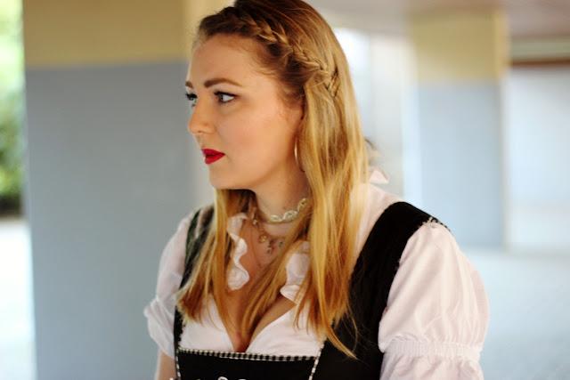 Drindl, Modeblogger, München, Hamburg, Oktoberfest, tracht, traditionell, modern, Stickerei, geflochtene Haare, Wiesn Look