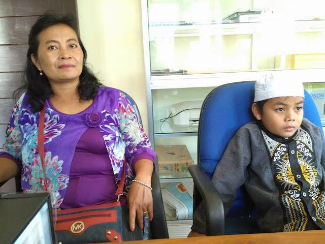 Alhamdulillah !! Diantar Ibunya yang Nonmuslim, Bocah 8 Tahun Itu Masuk Islam