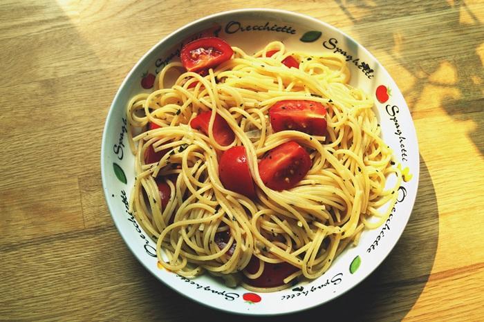 Pasta mit Tomaten und Aubergine