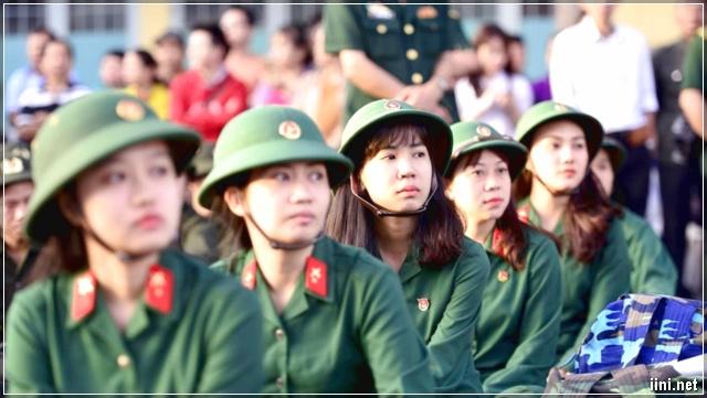 Nữ Tân Binh Trong Ngày Nhập Ngũ