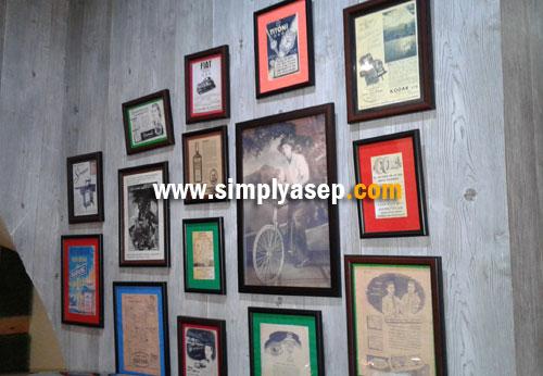KENANGAN :  Terakhir saya lihat pigura foto foto lama seperti ini di BATAVIA CAFE Jakarta kini juga hadir di Honjee Restaurant di Pontianak.   Foto Asep Haryono