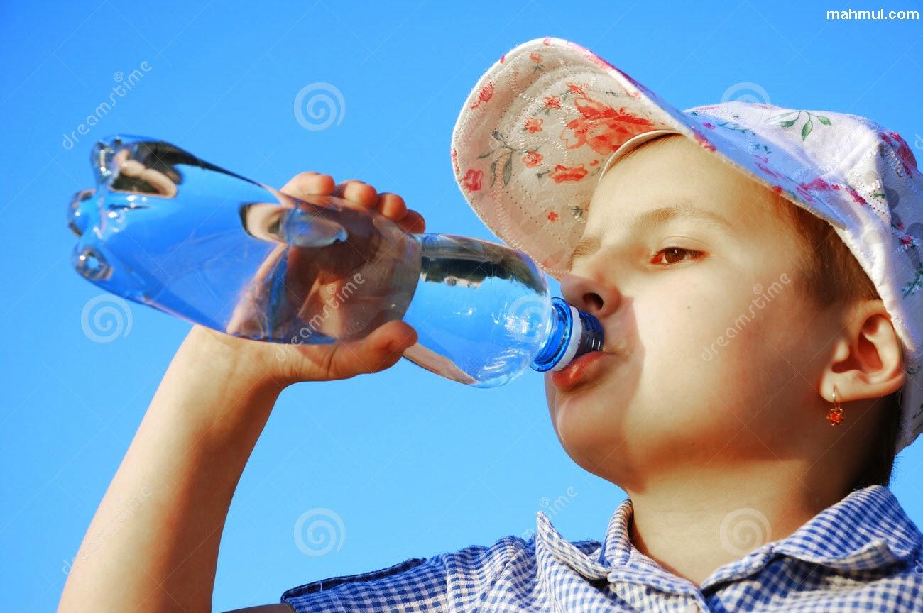 شرب الماء أثناء الاكل
