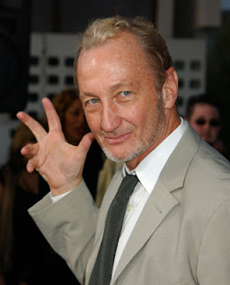 Robert Englund Freddy pose