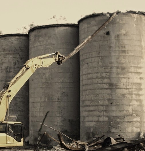 Demolition of concrete silo