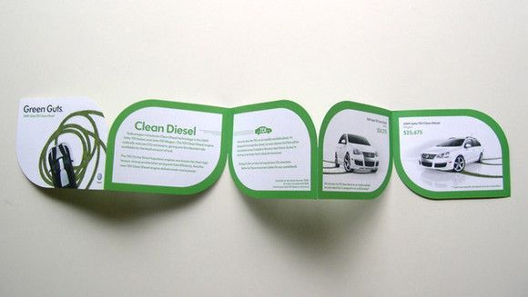 Penggunaan warna hijau untuk kesan ramah lingkungan dalam desain brosur