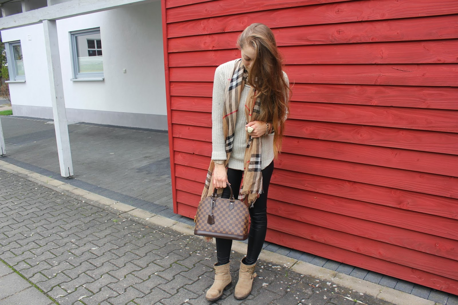 Schal Von Burberry The Name Of Style Is Lola.: Outfit Of The Day // Burberry // Louis Vuitton