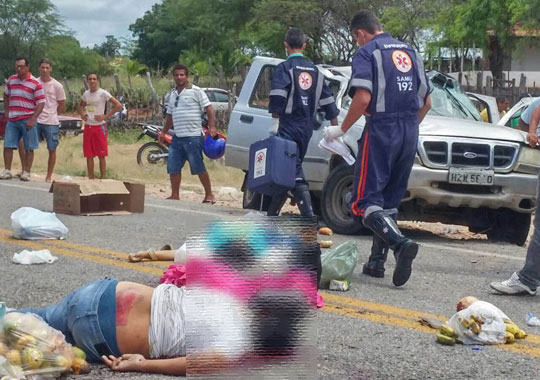 Tanhaçu: Três pessoas morrem e várias ficam feridas após caminhonete estourar pneu na BA-142