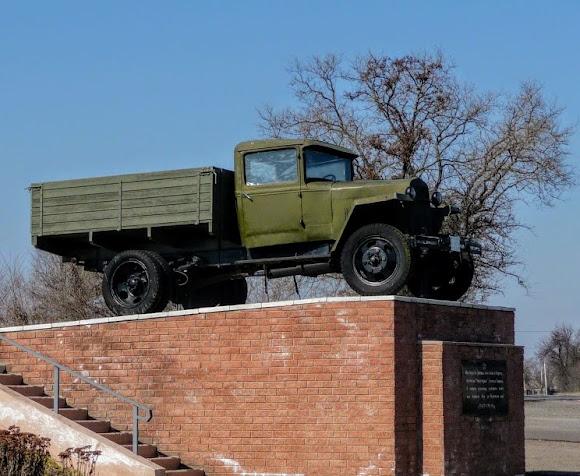 Петріківка. Пам'ятник воїнам-автомобілістам