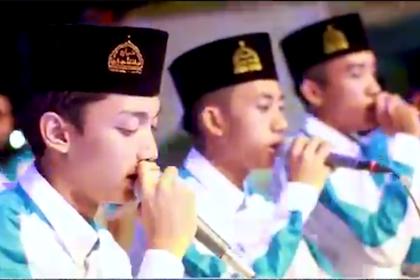 """Lirik """"WAHAI PEMUDA"""" Vocal GUS AZMI Majlis Syubbanul Muslimin"""