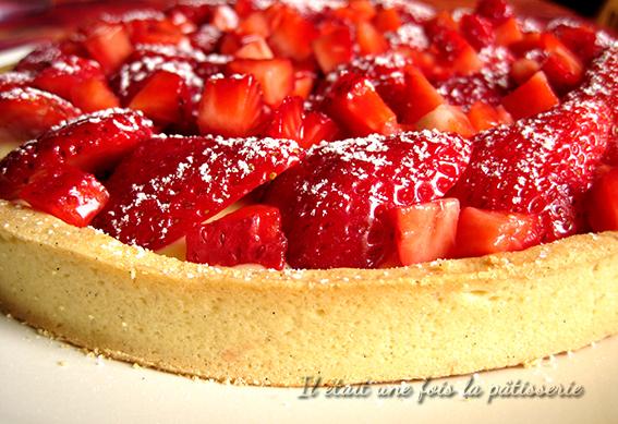 tarte aux fraises avec pâte sablée et crème pâtissière