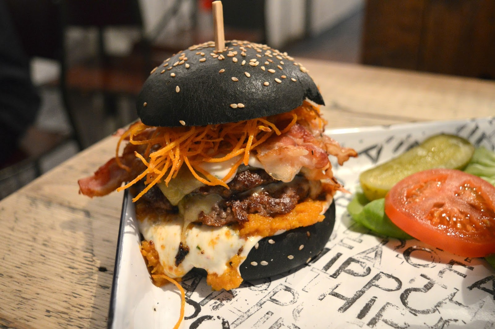 Halloween at Fat Hippo - The Hail to the String Burger | New Girl ...
