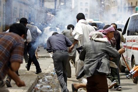 aljihawiya24 - عشرات القتلى في مواجهات بصنعاء .. وصالح يغازل التحالف العربي