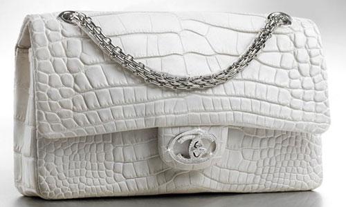 Gak usah ditanya lagi siapa wanita yang berani membayar tas mewah tersebut 1b9d831593