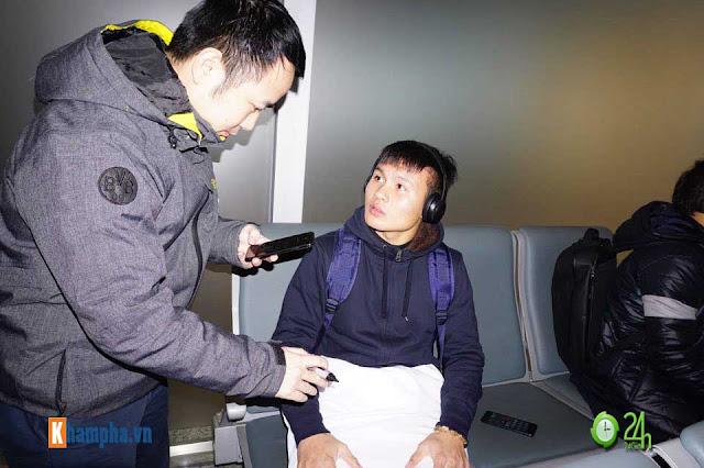 Trực tiếp U23 Việt Nam về nước ngày 28/1: Ảnh mới nhất trên chuyên cơ bay về Nội Bài 10