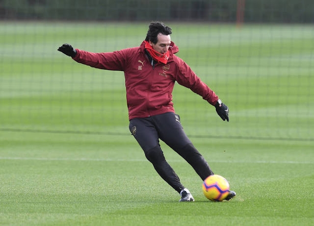 Photos: Arsenal Boss Unai Emery Shows Players How It's Done In Training