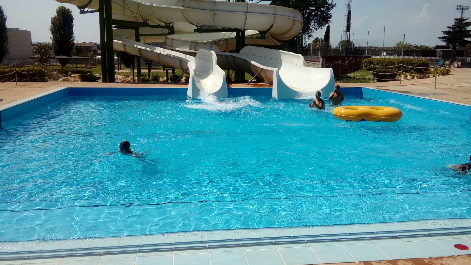 Tarde en la piscina municipal de monz n for Piscinas de monzon