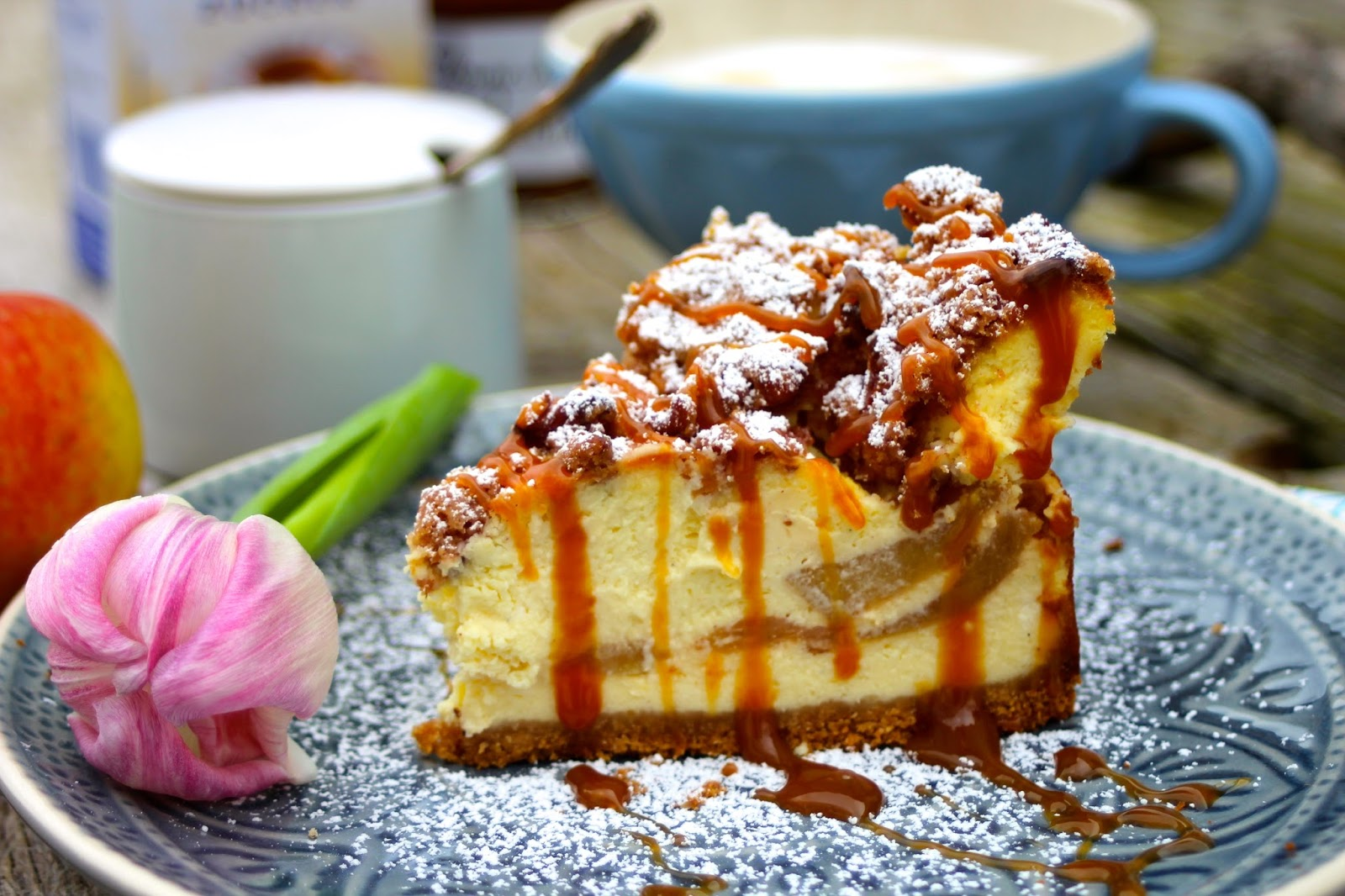 paulas frauchen dutch apple caramel streusel cheesecake