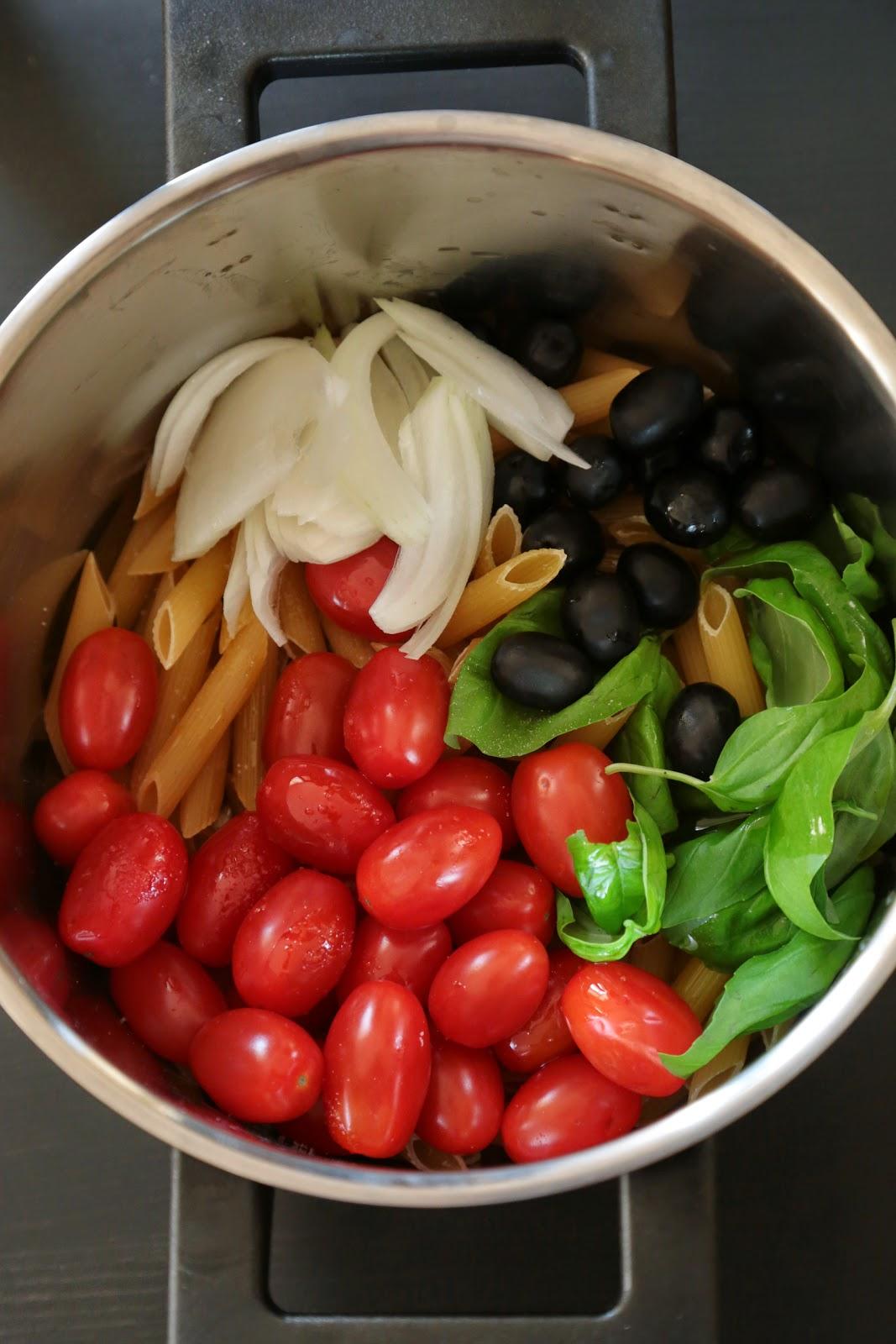 pâtes, tomates , olives, facile et rapide