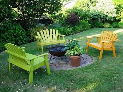 kursi taman warna warni