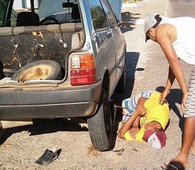 No interior da Paraíba, motorista dorme durante troca de pneu furado